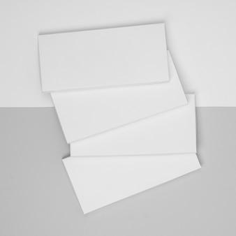 複数の空白のチョコレートバーのパッケージのフラットレイ
