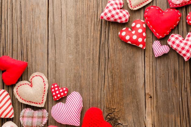 バレンタインデーのための装飾品のフラットレイアウト