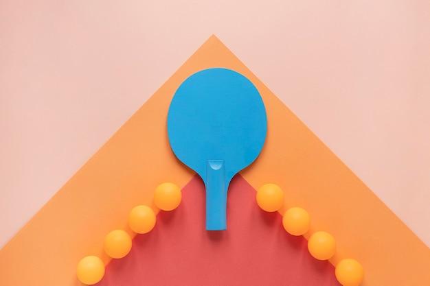 Плоская планировка мячей для пинг-понга и ракетки