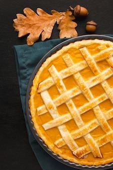感謝祭のためのカボチャのパイのフラットレイアウト