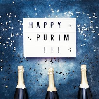 Purim 카니발 축하 개념의 평면 누워. 라이트 박스, 샴페인 병에 적힌 해피 푸림