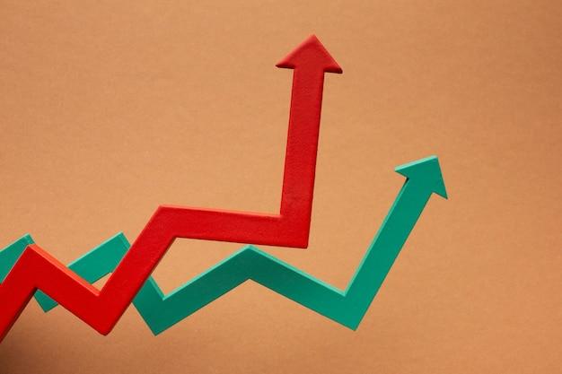 矢印付きの統計プレゼンテーションのフラットレイ