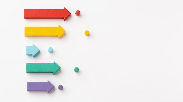 차트와 화살표가있는 통계 프레젠테이션의 평면 배치