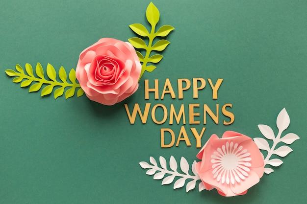 女性の日のための2つの紙の花のフラットレイ