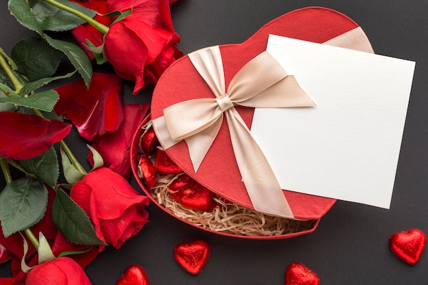 복사 공간 발렌타인 개념의 평면 배치