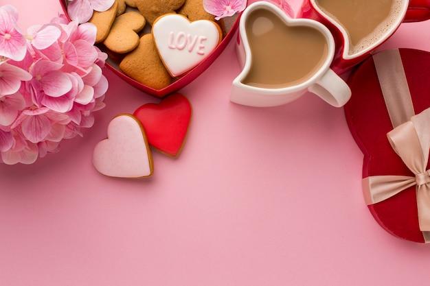 コピースペースのあるバレンタインデーのフラットレイ