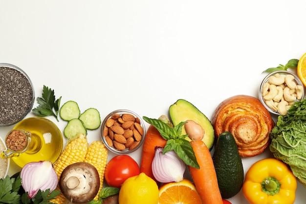 Плоская кладка различных овощей и фруктов