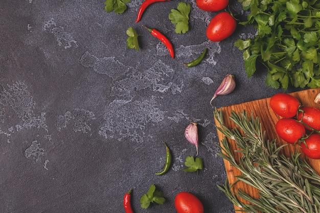 Плоская кладка овощей и пряностей для приготовления пищи