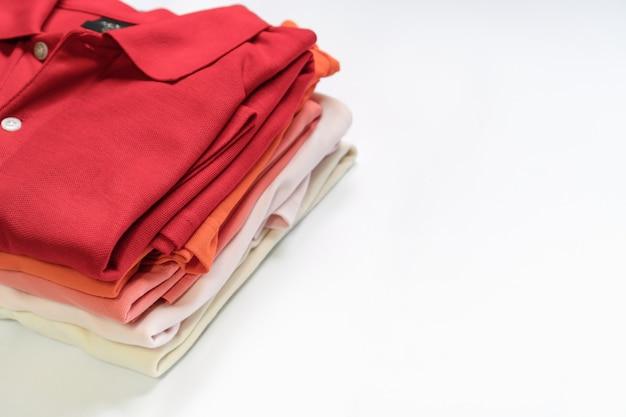 Плоская одежда женской одежды и аксессуаров. модный женский фон моды.