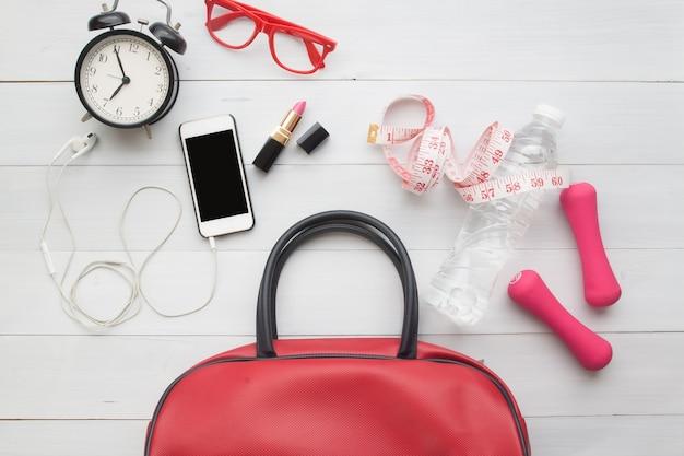 여성 필수품 및 스포츠 장비, 라이프 스타일 아름다움과 건강의 평평한 누워
