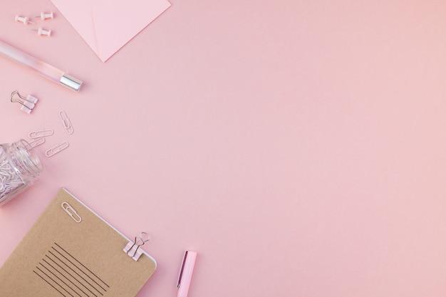 여자 작업 공간 책상의 평평하다