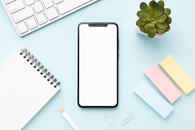 Плоская композиция офисного стола с телефоном