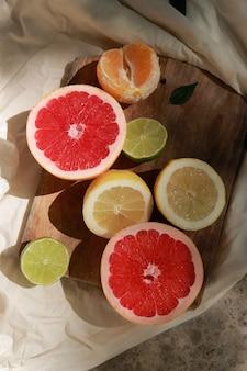 Плоская кладка на ретро плитку с грейпфрутами и лаймом