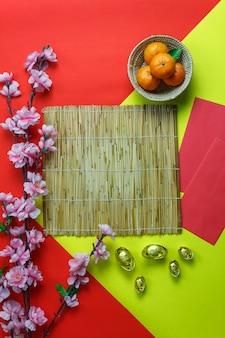 フラットレイオレンジ&デザートも家の机の上に木製の赤いポケットマネー。