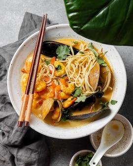 平干し牡蠣と麺料理