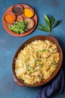 フラットレイパキスタンの食事の手配