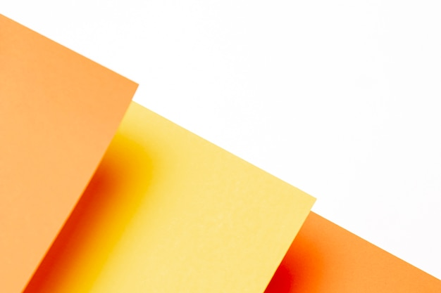 Плоская планировка оттенков оранжевого с копией пространства