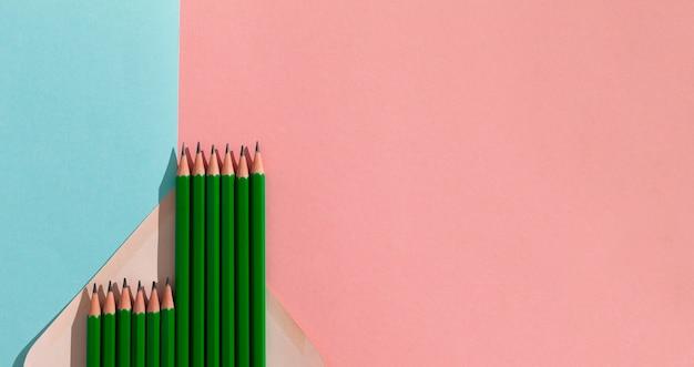 복사 공간이있는 평평한 연필
