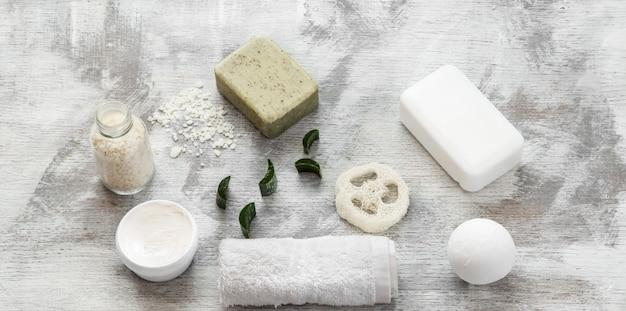 Foto piatta. spa-still life di articoli per la cura della pelle.