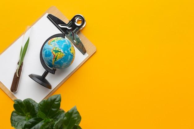 フラットレイ植物と世界の地球フレーム