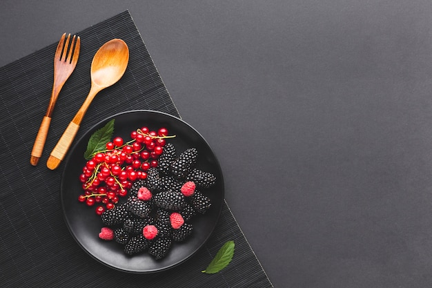 Flat-lay plate of fresh berries with copyspace