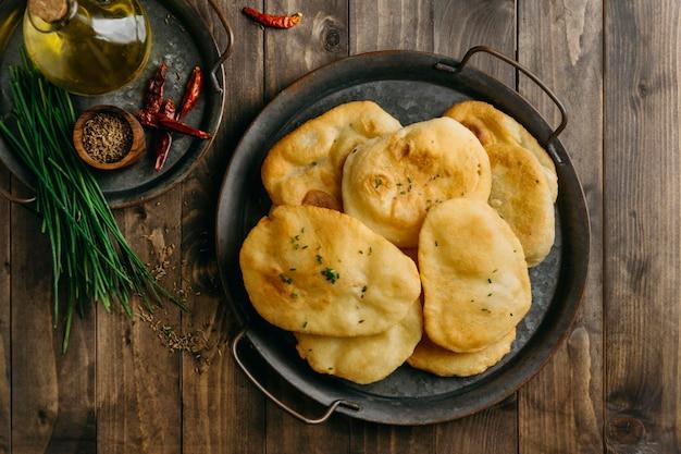 パキスタン料理のフラットレイプレート