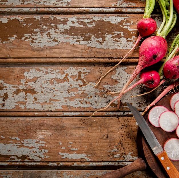 Lay piatto di ravanelli con spazio di copia
