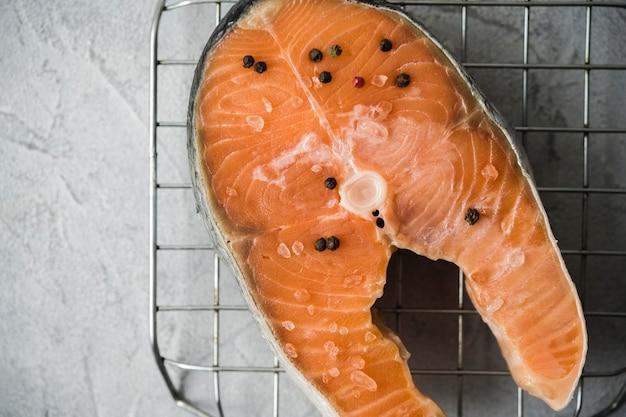 Плоский лосось со специями