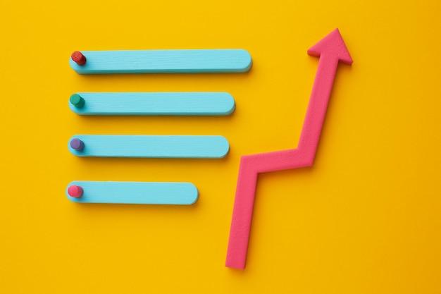 Disposizione piatta della presentazione delle statistiche con grafico e freccia
