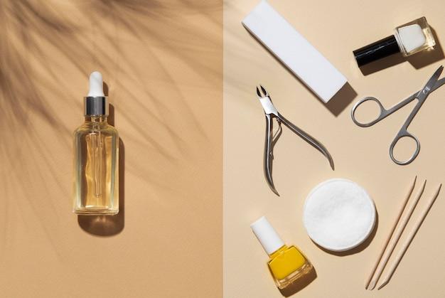 Disposizione piatta di still life di prodotti per la cura delle unghie