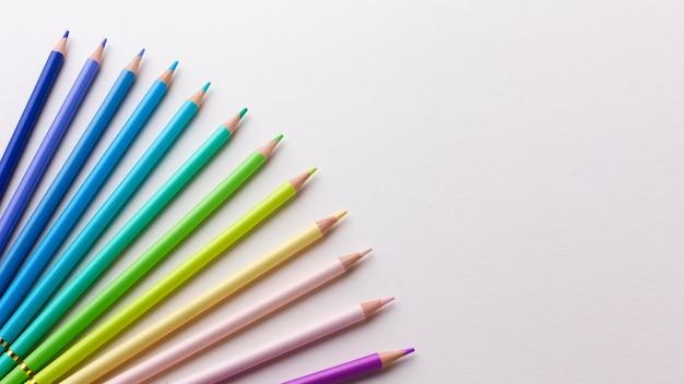 Плоский натюрморт школьные принадлежности композиция