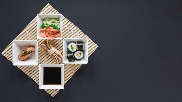 Композиция с плоской планировкой и суши