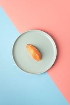 평평한 평신도 초밥 식사 배열