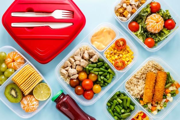 Плоская планировка вкусной порционной еды, приготовленной в ассортименте