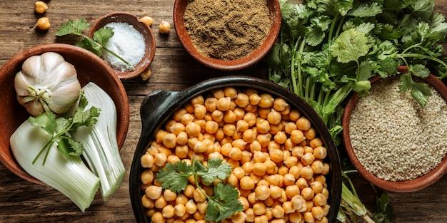 Assortimento di cibo ebraico gustoso piatto