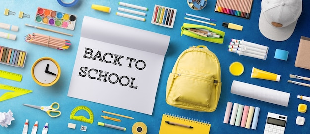 가방과 학용품의 평평한 평면도, 학교 개념으로 돌아갑니다.