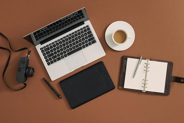 フラットレイ、トップビューオフィステーブルデスク