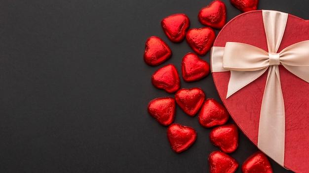 Lay piatto del concetto di san valentino con copia spazio