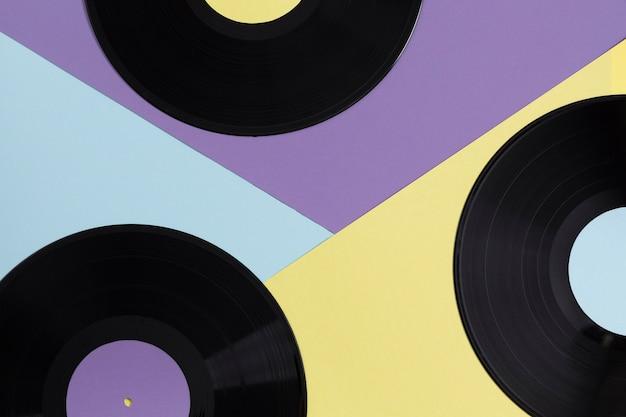 Composizione di dischi in vinile piatto