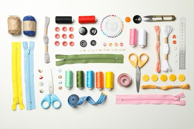 Плоская планировка со швейными принадлежностями