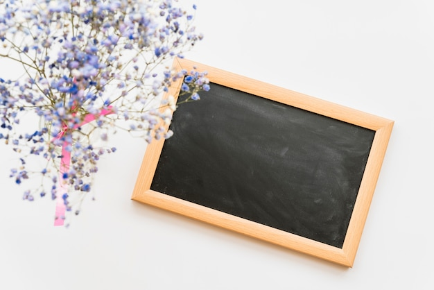 Flat lay with small chalkboard and flowers