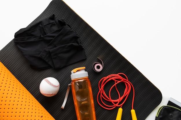 Плоское расположение оборудования для йоги