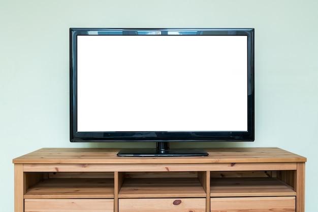 거실의 갈색 나무 캐비닛에 평면 lcd tv.