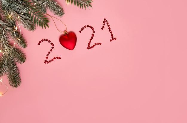 新年の番号2021の新年の枝の平らな石積み