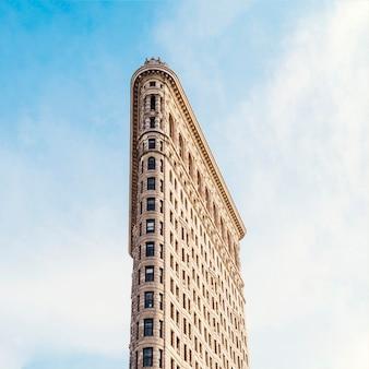 Флэтайрон-билдинг в нью-йорке