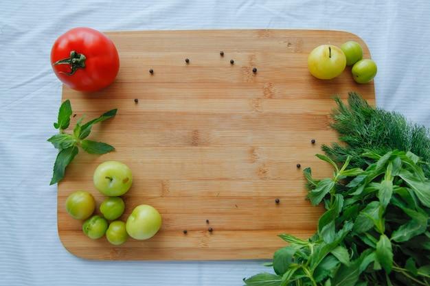 Flatlay of fresh vegetables. frame of vegetables.
