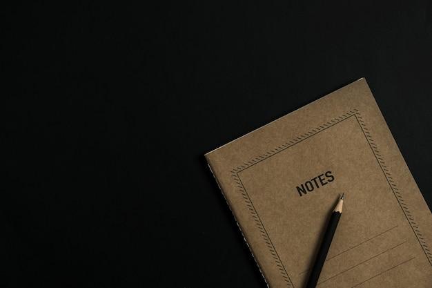Flatlay of craft бумажный листовой блокнот