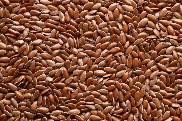 Семена льна, изолированные на белом фоне, вид сверху
