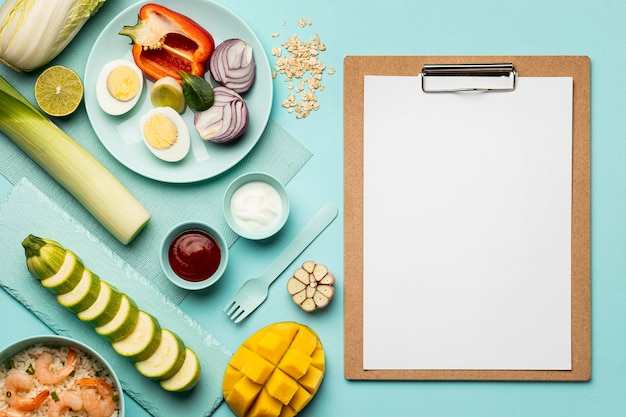 Flexitarian diet with clipboard