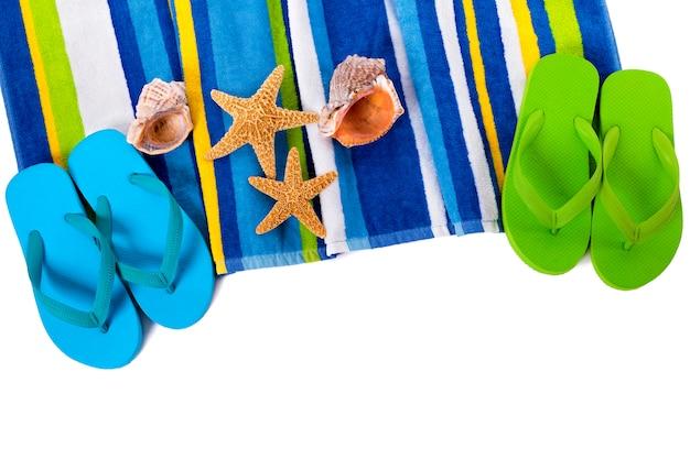플립 퍼와 여름 해변 개체 흰색 배경에 고립